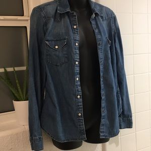 GAP Chambray button up top